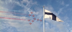 Red Arrows fly pasts Cowes 2014